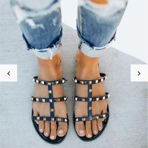 💚NIB Rockstud caged flat sandals size 7 / 7.5